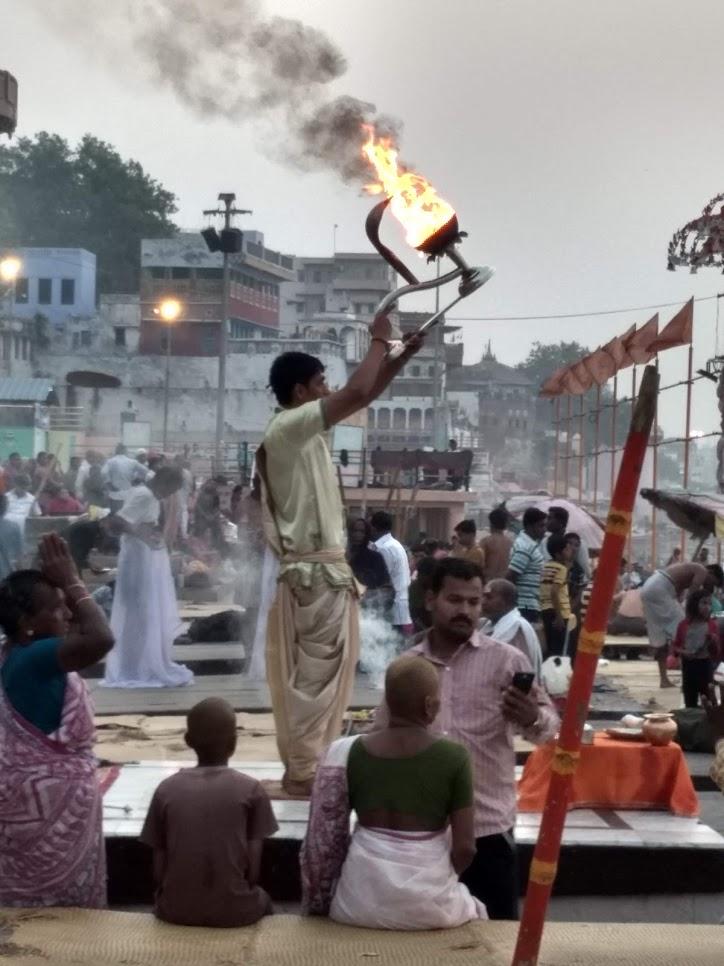 cerimonia_Ganges_peregrinos