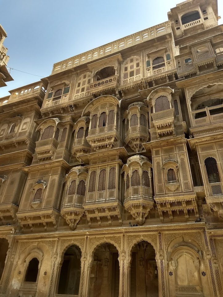 Haveli é uma tradicional casa de cidade ou mansão na Índia, no Paquistão, no Nepal e em Bangladesh, geralmente, com importância histórica e arquitetônica.