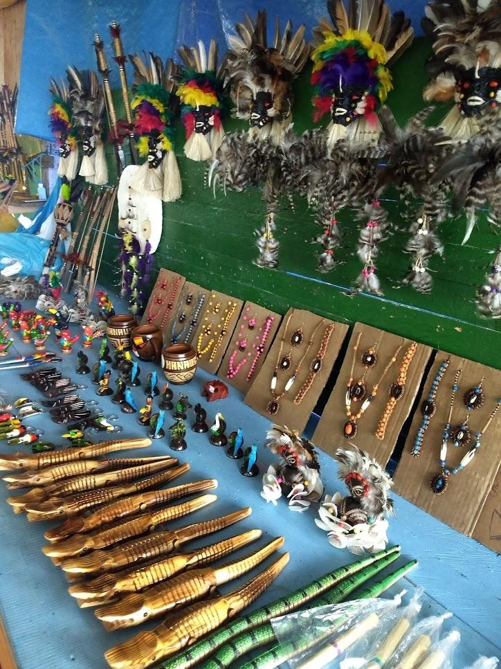 Artesanato local vendido durante o passeio