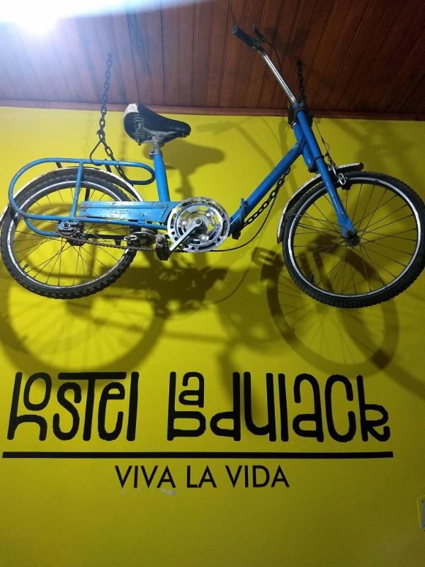A bike antiga compõe a decoração